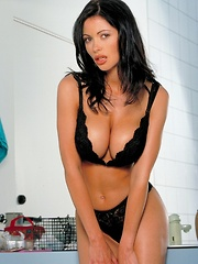 Veronica Zemanova - has the best natural curves you'll ever see