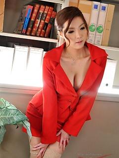 babes model Yuna Hirose
