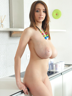 babes model Busty Buffy